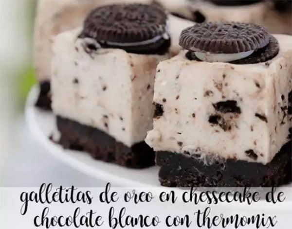 Biscoitos Oreo em chessecake de chocolate branco com termomix